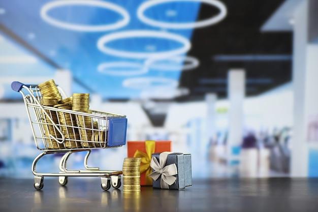 Wózek na zakupy w tle. koncepcja zakupów artykułów spożywczych i rzeczy. sklep weekendowy.