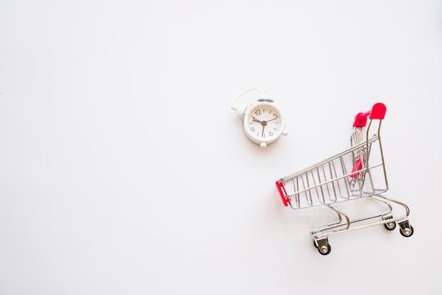 Wózek na zakupy z małą drzemką