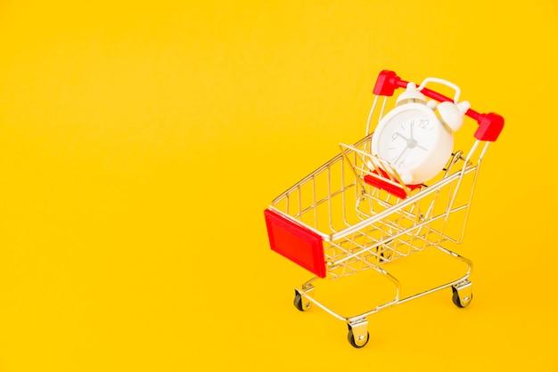 Wózek na zakupy z małym budzikiem