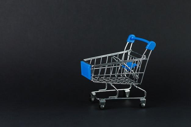 Wózek na zakupy z zabawkami