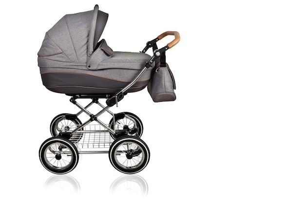 Wózki dla dzieci. koła do wózków dziecięcych. białe tło na białym tle.