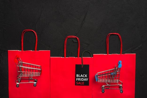 Wózki na zakupy, tablet sprzedaż i paczki