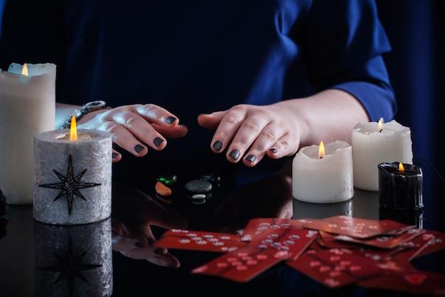 Wróżenie za pomocą kart i świec