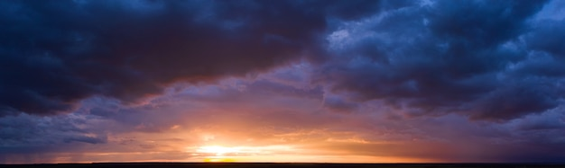 Wschód lub zachód słońca