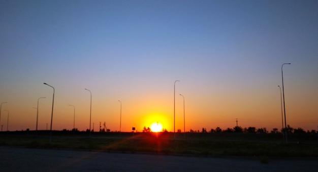 Wschód słońca na autostradzie