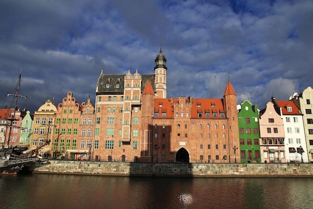 Wschód słońca w gdańsku w północnej polsce