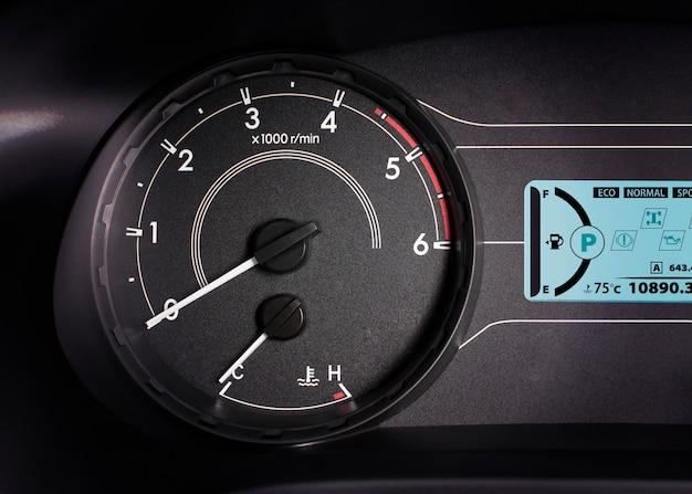 Wskaźnik prędkości obrotowej, obrotomierz z 6000 rpm i wyświetlaczem informacji.