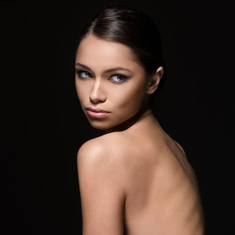 Wspaniała dziewczyna z piękną twarzą