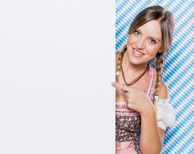 Wspaniała młoda bawarska kobieta