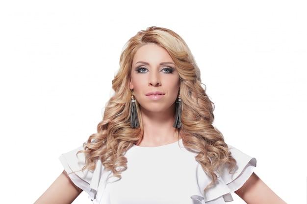 Wspaniały dorosły blondynki kobiety portret