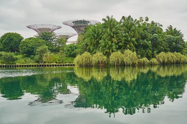 Wspaniały kompleks miejski singapore chmury