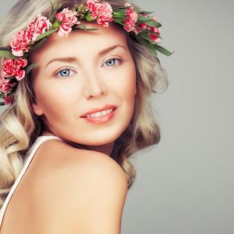 Wspaniały tryb mody blond. blondynka