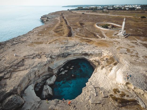"""Wspaniały widok na """"grotta della poesia"""" w apulii?"""