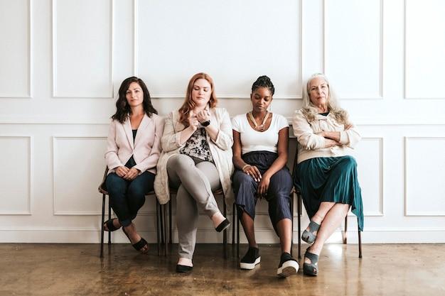 Wspieranie wspaniałych kobiet biznesu siedzących razem