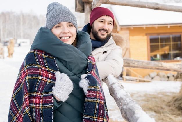 Współczesna para na ferie zimowe