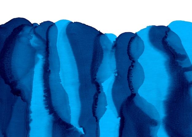 Współczesna sztuka płynna. tekstura tuszu alkoholowego. malowane na niebiesko