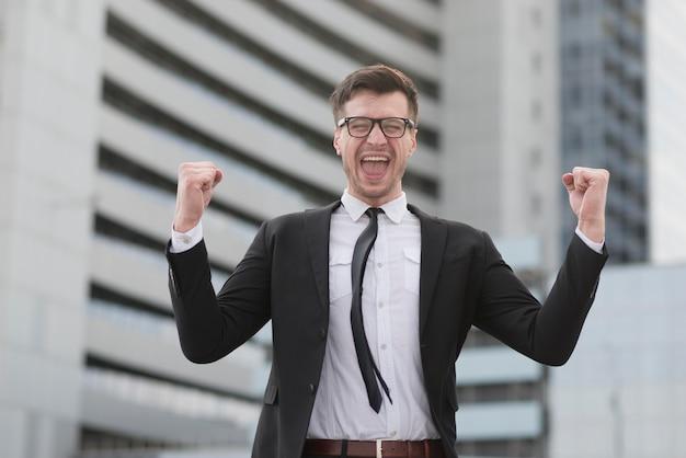 Współczesny człowiek szczęśliwy dla sukcesu