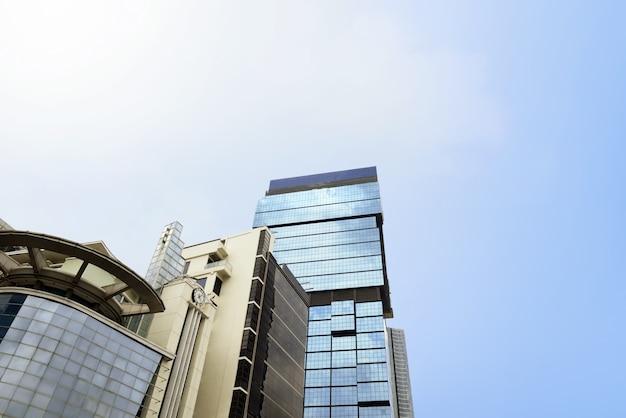 Wspólne nowoczesne drapacze chmur z architekturą wysokich budynków