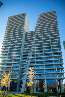 Wspólne nowoczesne wieżowce mieszkalne, wysokie budynki