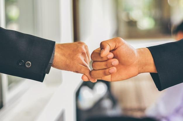 Współpraca, umowa, relacja