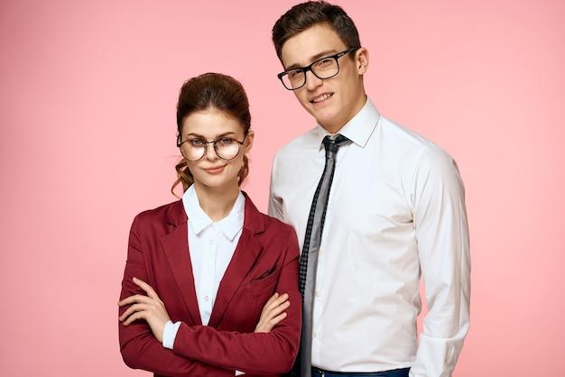 Współpracownicy biznesowi mężczyzna i kobieta urzędnicy kierownictwa biura. wysokiej jakości zdjęcie