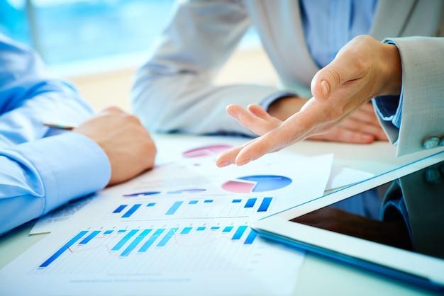 Współpracownicy mówią o raport biznesowy zbliżenie