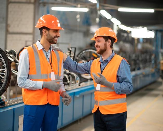 Współpracownicy sprzętu bezpieczeństwa w pracy