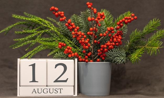 Wspomnienie i ważna data 12 sierpnia, kalendarz biurkowy - sezon letni.