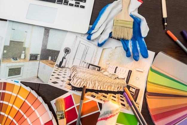 Wszystko dla domu kreatywny próbka koloru na dzień roboczy i pędzel do szkicowania domu notebooka