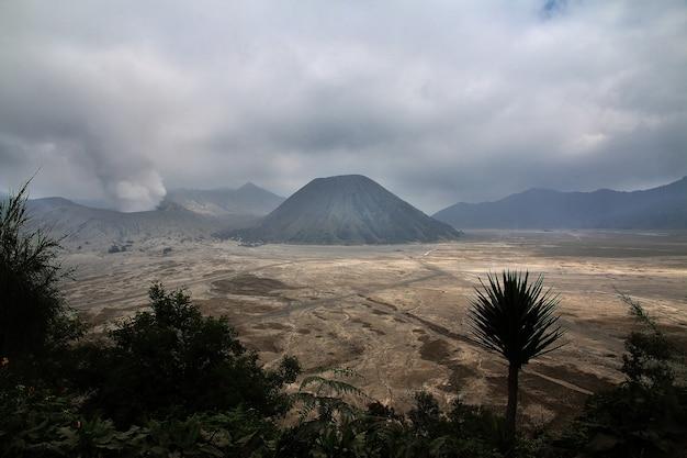 Wulkan bromo na wyspie jawa, indonezja