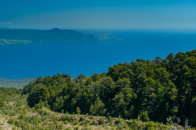 Wulkan calbuco i jezioro llanquihue puerto varas los lagos andy i patagonia chile