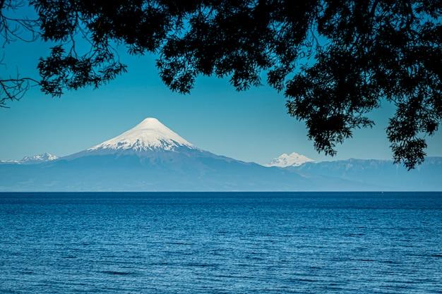 Wulkan osorno i jezioro llanquihue puerto varas los lagos patagonia chile