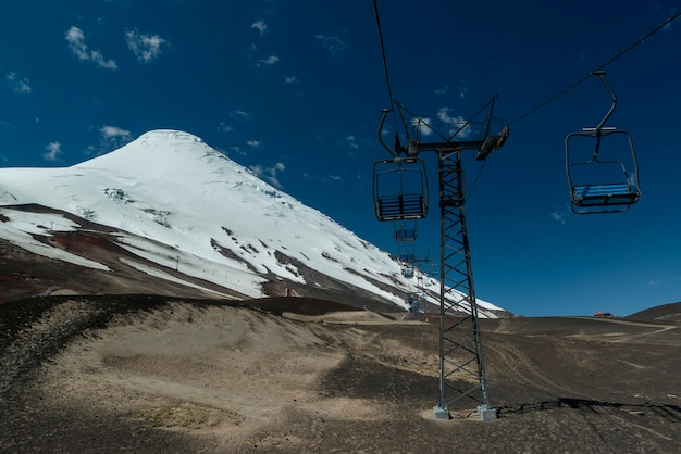 Wulkan osorno z pustą kolejką linową prowincja puerto varas llanquihue los lagos chile