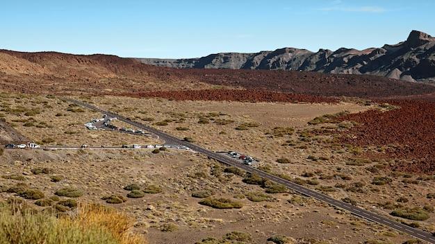 Wulkan teide w panoramiczny krajobraz parku narodowego teneryfy.