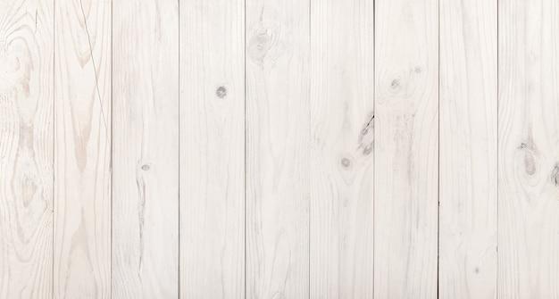 Wyblakła biała ściana drewniana