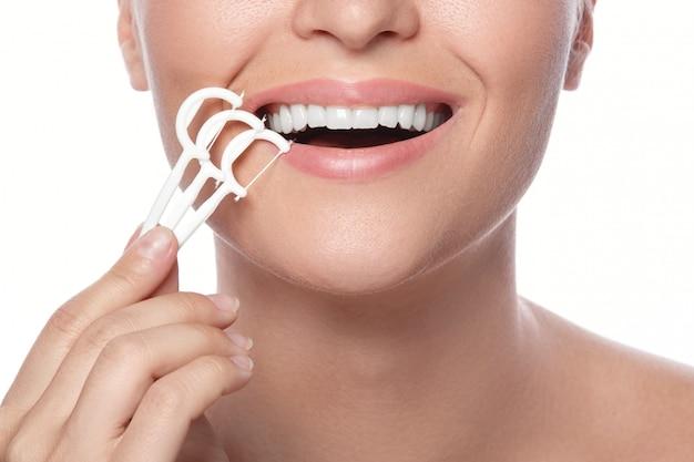 Wybór kobiety i nici dentystycznej