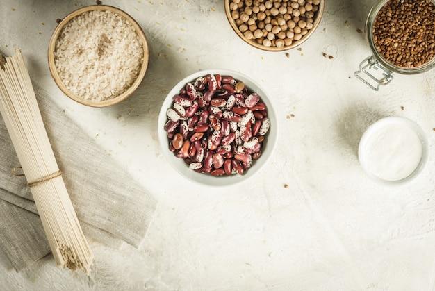 Wybór produktów bezglutenowych, różne produkty zbożowe
