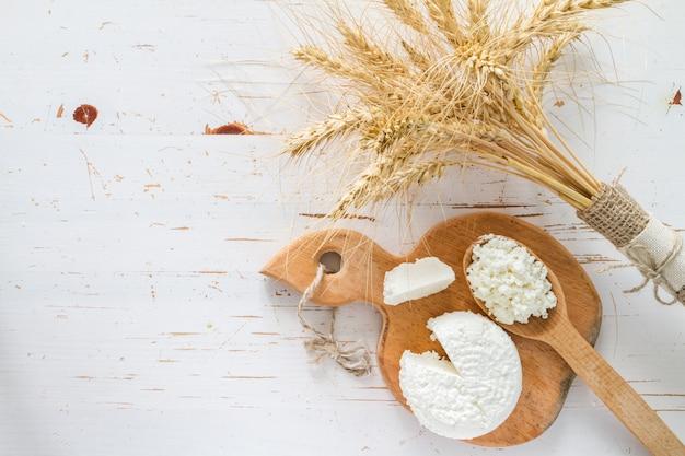 Wybór produktów mlecznych i pszenicy