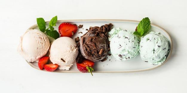 Wybór różnych gałek lodów