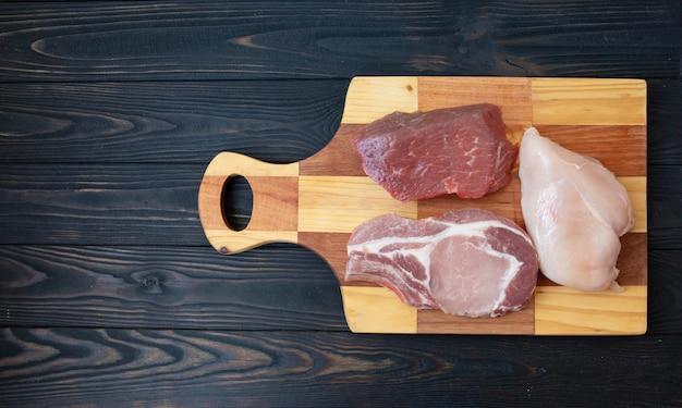 Wybór różnych kawałków mięsa