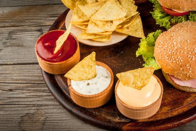 Wybór różnych potraw na imprezę