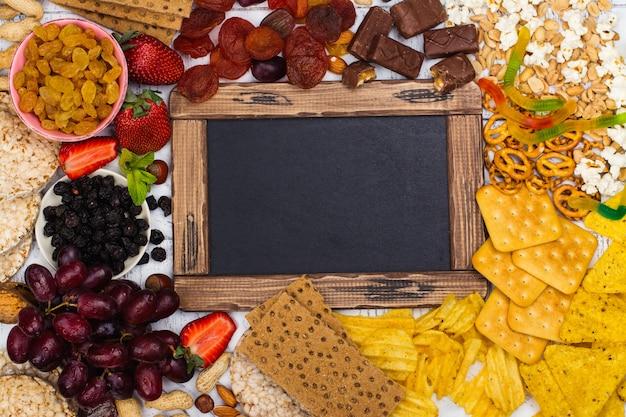 Wybór zdrowych i niezdrowych przekąsek