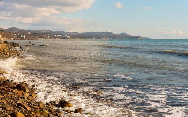 Wybrzeże morza czarnego w pobliżu tuapse w środku zimy