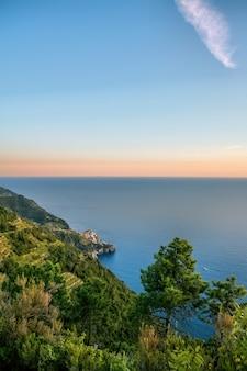 Wybrzeże morza śródziemnego, cinque terre, włochy