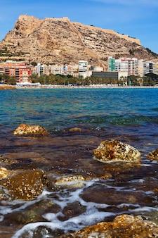 Wybrzeże morza w alicante, hiszpania