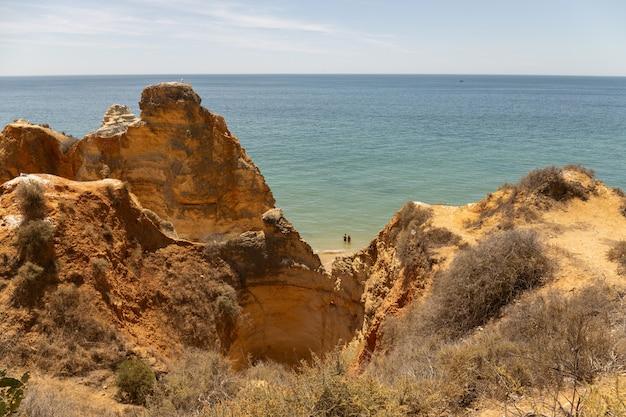 Wybrzeże obszaru algarve w portugalii.