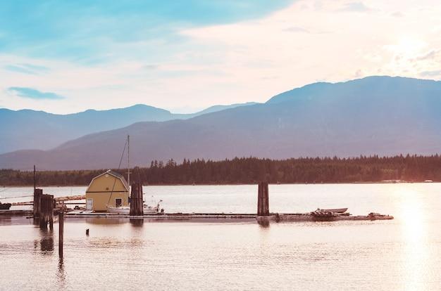 Wybrzeże oceanu spokojnego w kolumbii brytyjskiej w kanadzie.