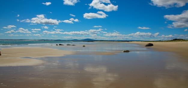Wybrzeże w piękny dzień
