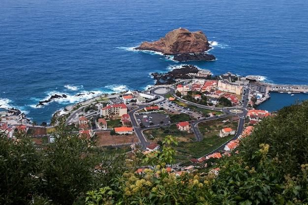 Wybrzeże wulkaniczne porto moniz