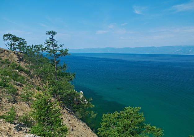 Wybrzeże wyspy olkhon, jezioro bajkał